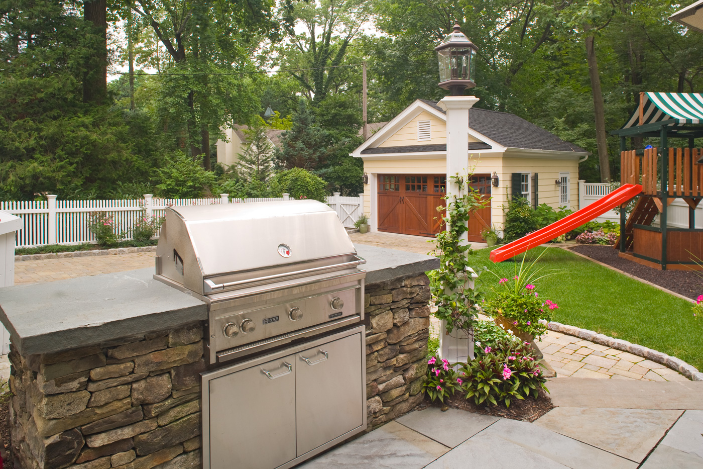 Outdoor Kitchen and BBQ by Cording Landscape Design