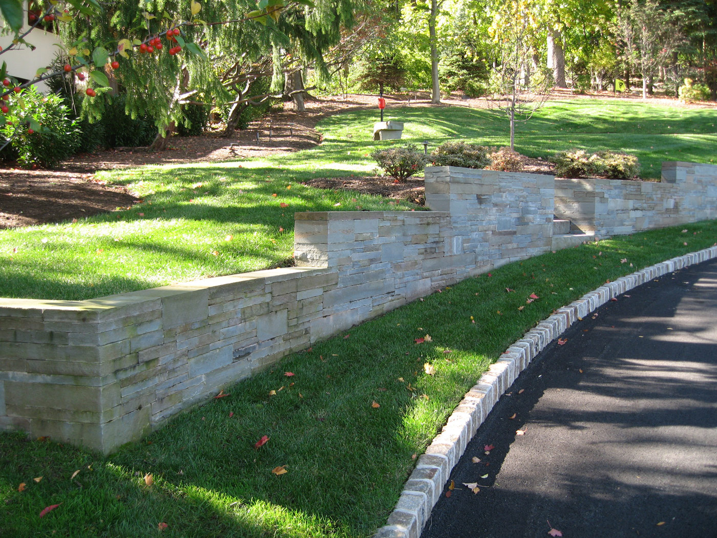 Natural stone garden wall interiors design for Stone retaining wall design