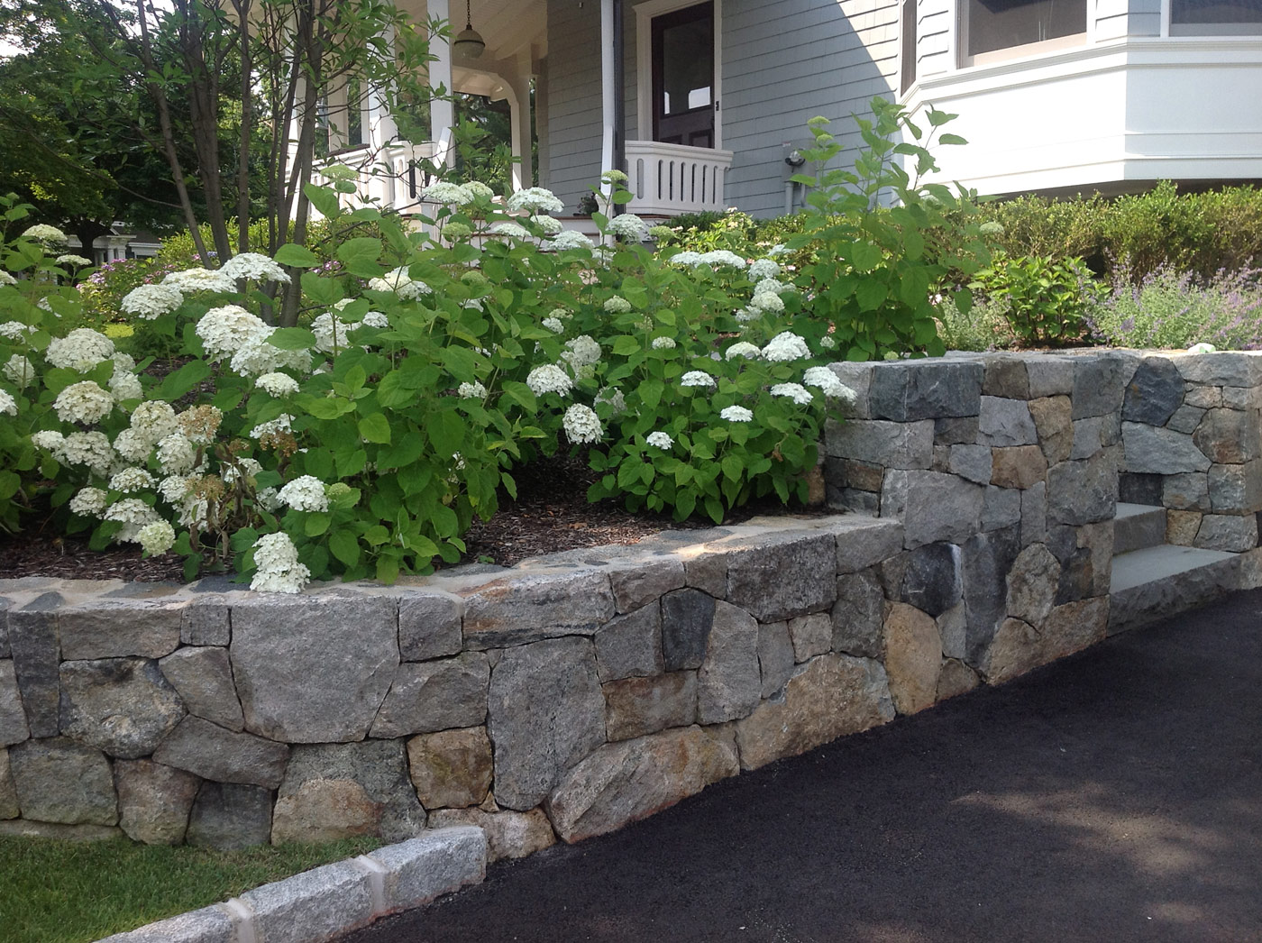 Natural stone retaining walls cording landscape design for Natural rock landscaping